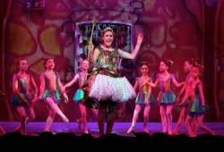 pantojack8Jack and the Beanstalk - Katy Ashworth with dancers from Dorothy Coleborn School - Photo credit Anna Barclay